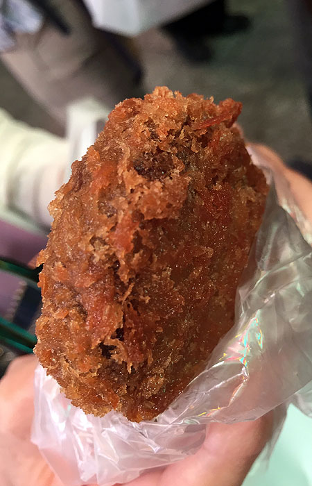 Chocolate meets ebi fry batter. All this sultry, fried goodness for just ¥120.