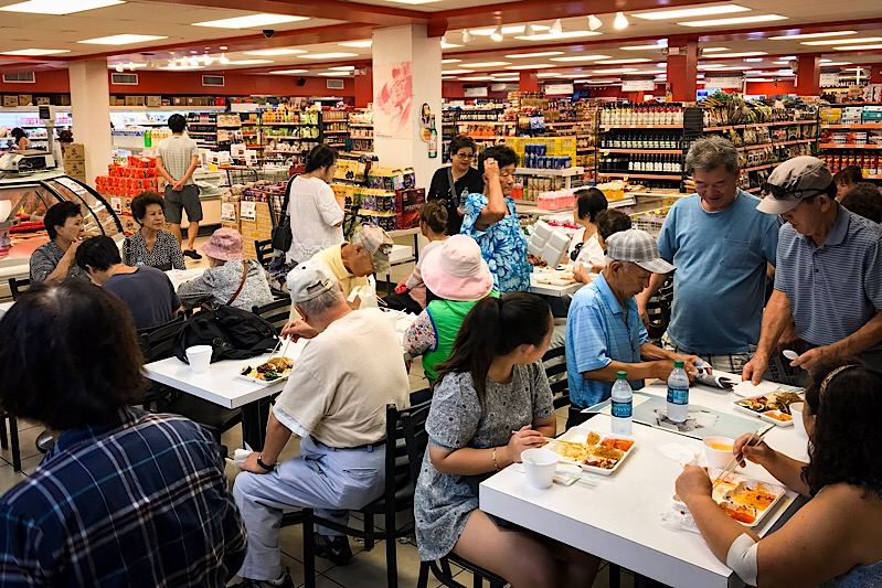 Have you seen a supermarket restaurant so busy?