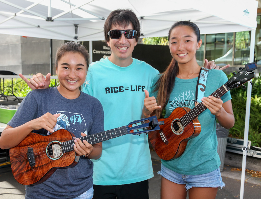 Ukulele phenoms Azita (left) and Honoka (right) with Ed Sugimoto of Rice Fest.